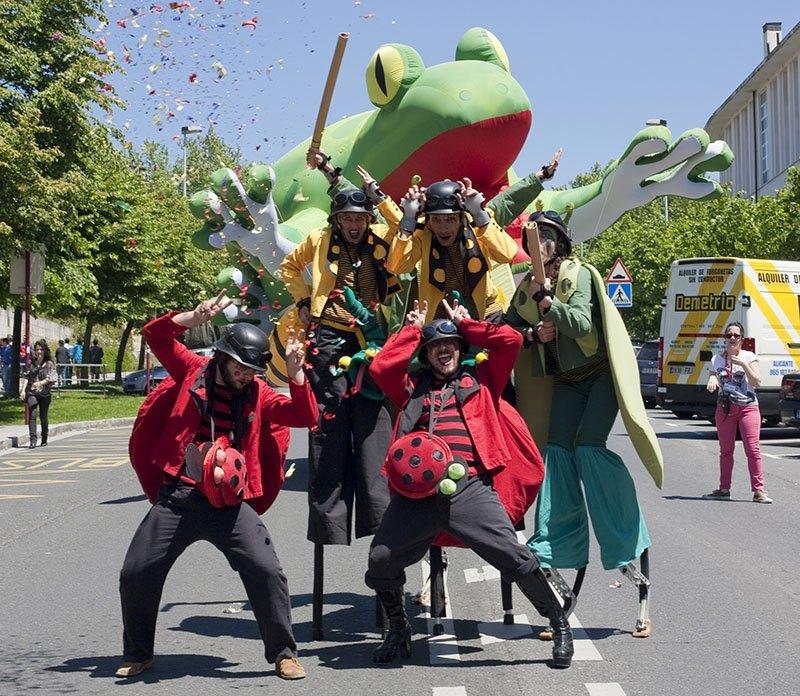 """FTE19 24/05/2019 Coscorrón banda de animación """"SuperBichos"""""""
